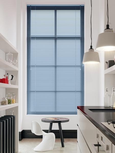 Afbeelding van Jaloezie Aluminium 25mm Lichtblauw gestreept DEC25161